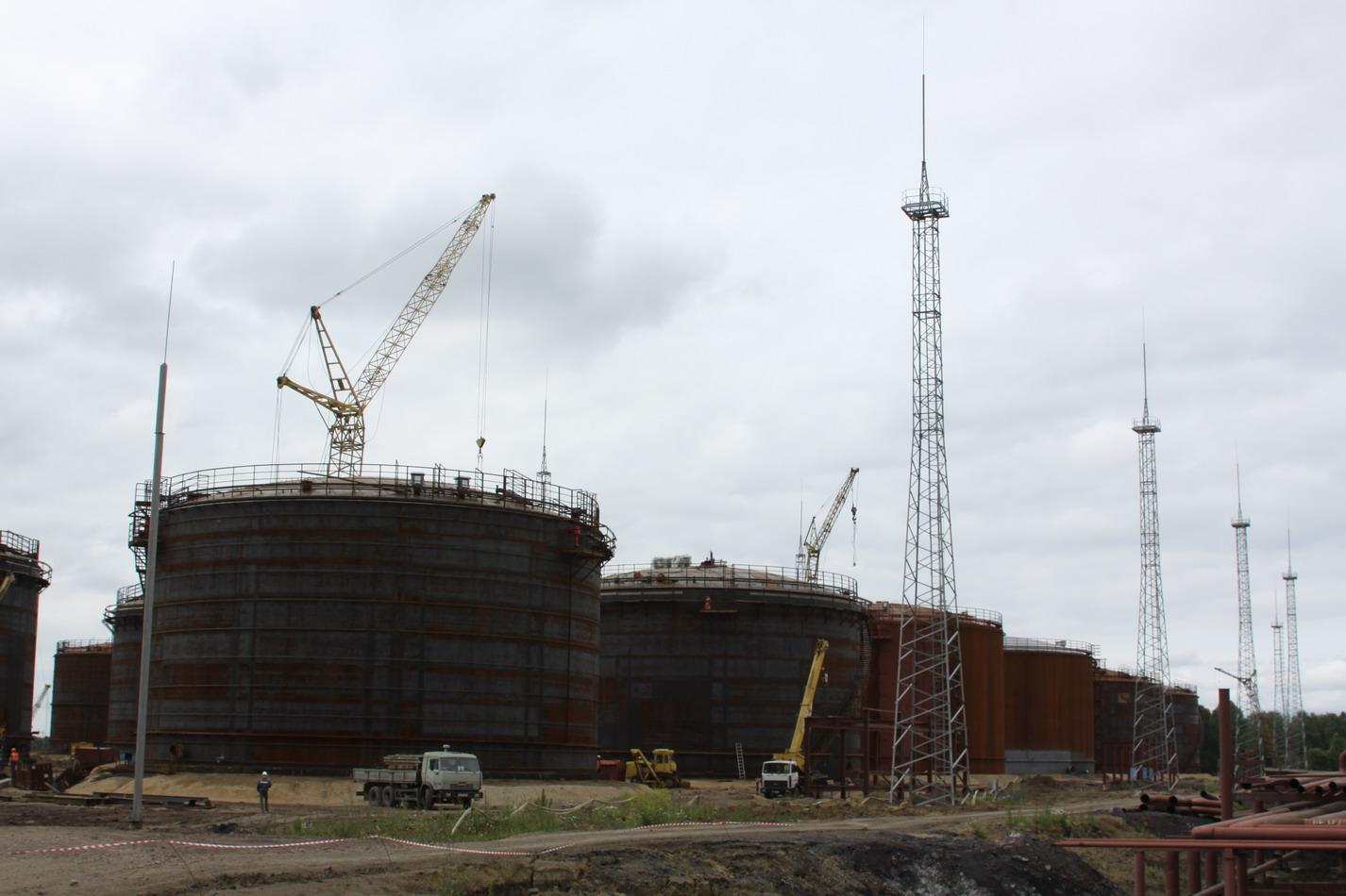 Сегодня губернатор А Г Тулеев посетил строящийся Яйский нефтеперерабатывающий завод НПЗ